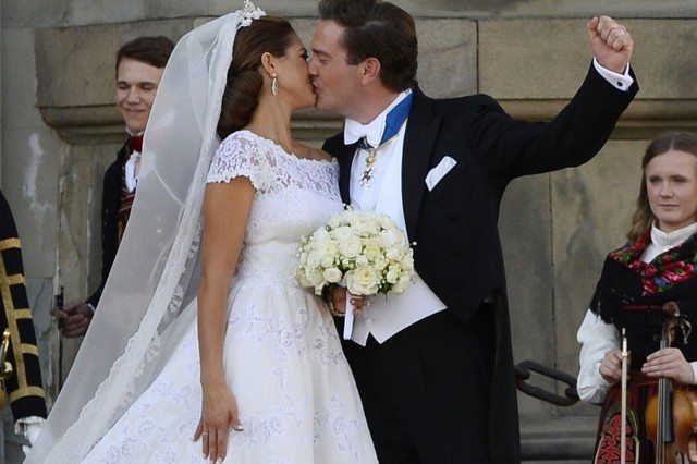 Princess-Madeleine-of-Sweden-and-Christopher-ONeill-kiss