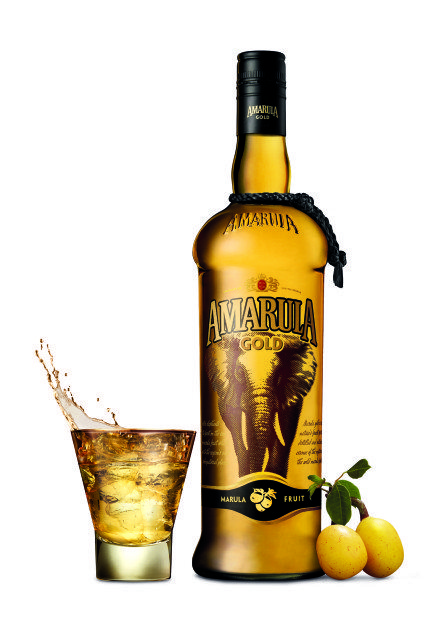 AMARULA GOLD PACK SHOT WITH GLASS (HR)