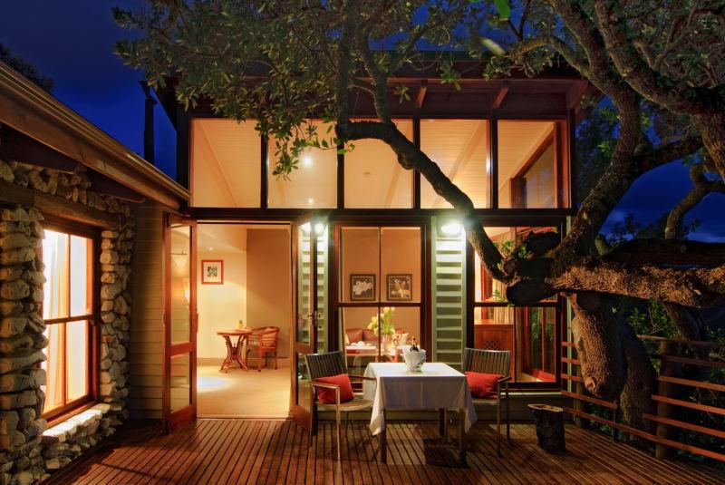 17-accommodation-suite-deck-garden