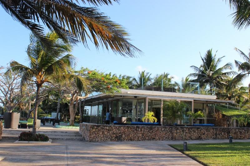 Melia Pool Bar restaurant