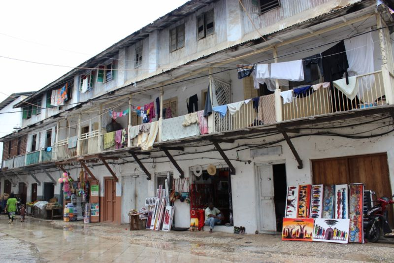 Clothes drying on the open air balcony's in Stone Town