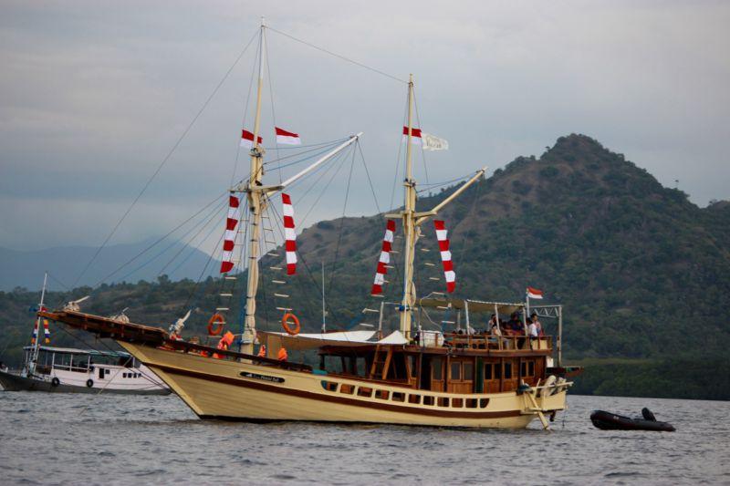 Live aboard boat Komodo