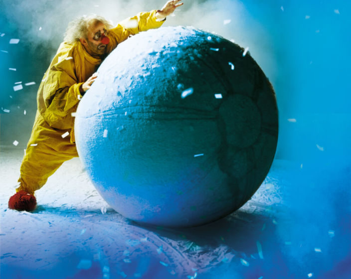 LR Slava Snowshow - Pushing Ball big HR (V
