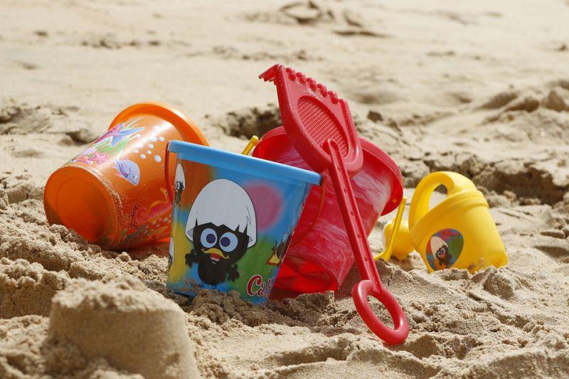 bucket-spade-beach