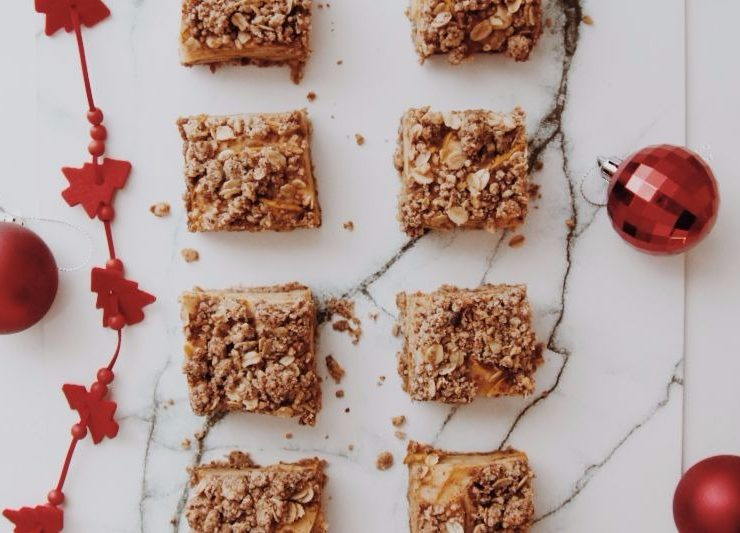 Spiced Apple Christmas Crumble Bars