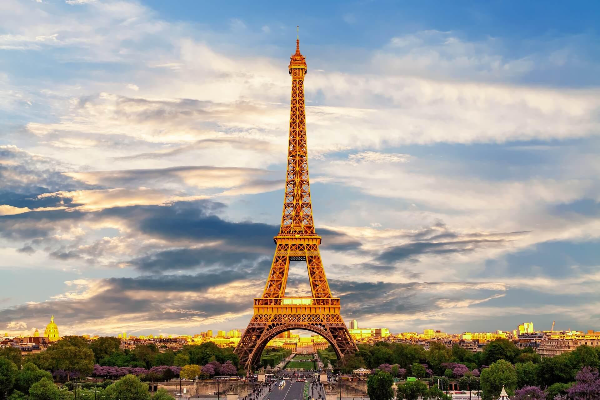 52 Top International Travel Bloggers share their Biggest Travel Regrets